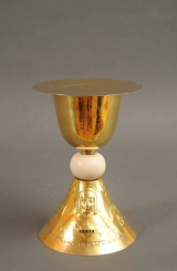 <h5>Calice</h5><p>A. Stockmann, 1948, 25, calice en argent doré. Perles et verroterie  </p>