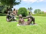 <h5>Malbine</h5><p>Malbine, Groupe de statues, bronze, exposition permenante à Troinex (Genève)</p>