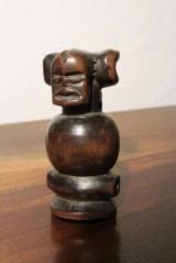 <h5>Art africains: sifflet    </h5><p>Angola, Tschokwé, 6.5 cm, début du XXème siècle</p>